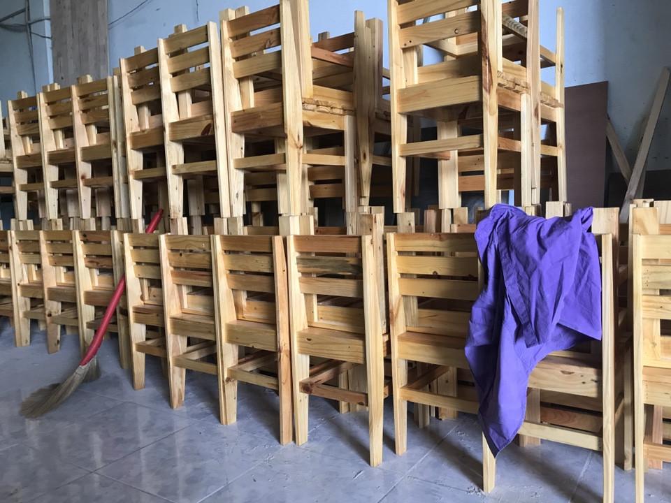 Mua bàn ghế gỗ thông pallet