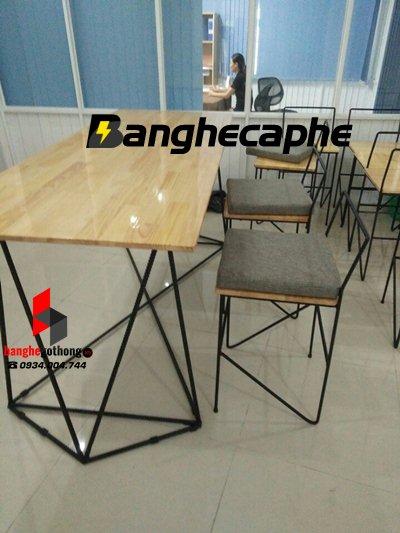 Bàn ghế cafe gỗ thông cập nhật xu hướng mới nhất